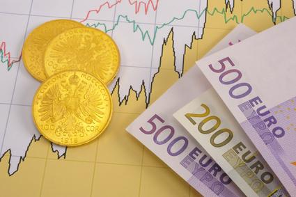 Münzen, Scheine und ein Chart